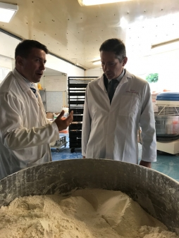 Jonathan Djanogly MP visits Eunice Polish bakery