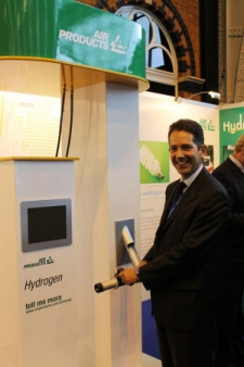 Jonathan Djanogly gets a chance to experience hydrogen transport technology