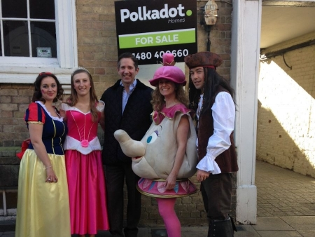 Jonathan Djanogly supporting the launch of local business Polkadot Homes at their family fun day in the Commemoration Hall, Hunt
