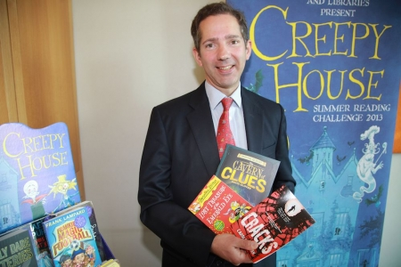 Jonathan Djanogly supports the Summer Reading Challenge